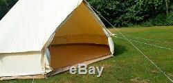 Grande Tente En Toile De Coton Avec Fermeture À Glissière Dans Un Tapis De Sol Par Bell Tent Village