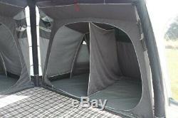 Montrez La Grande Tente Gonflable De Personne De Couchette D'homme De La Révolution Airedale Air De L'air Extérieur