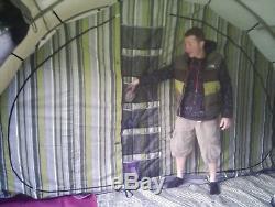 Tente Bear Lake 6 Avec Auvent Avant Comprenant Un Tapis Et Une Grande Extension De Store